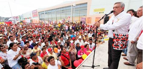 Se solidarizan con AMLO unos dos mil alumnos de universidades públicas