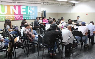 Docentes realizan un estudio de la historia contemporánea venezolana