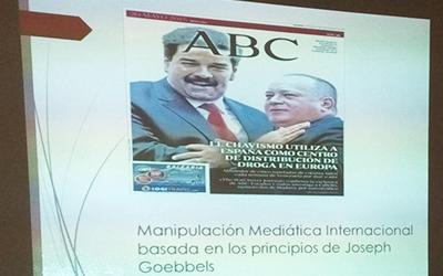 Discentes analizan guerra mediática contra Venezuela