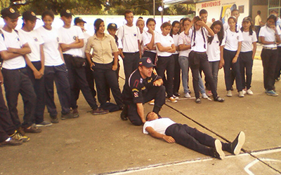 UNES facilitó taller de primeros auxilio en liceo Bolivariano