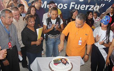 A golpe de gaita y tambora UNES Zulia rinde homenaje al Comandante Hugo Chávez en su 63 aniversario